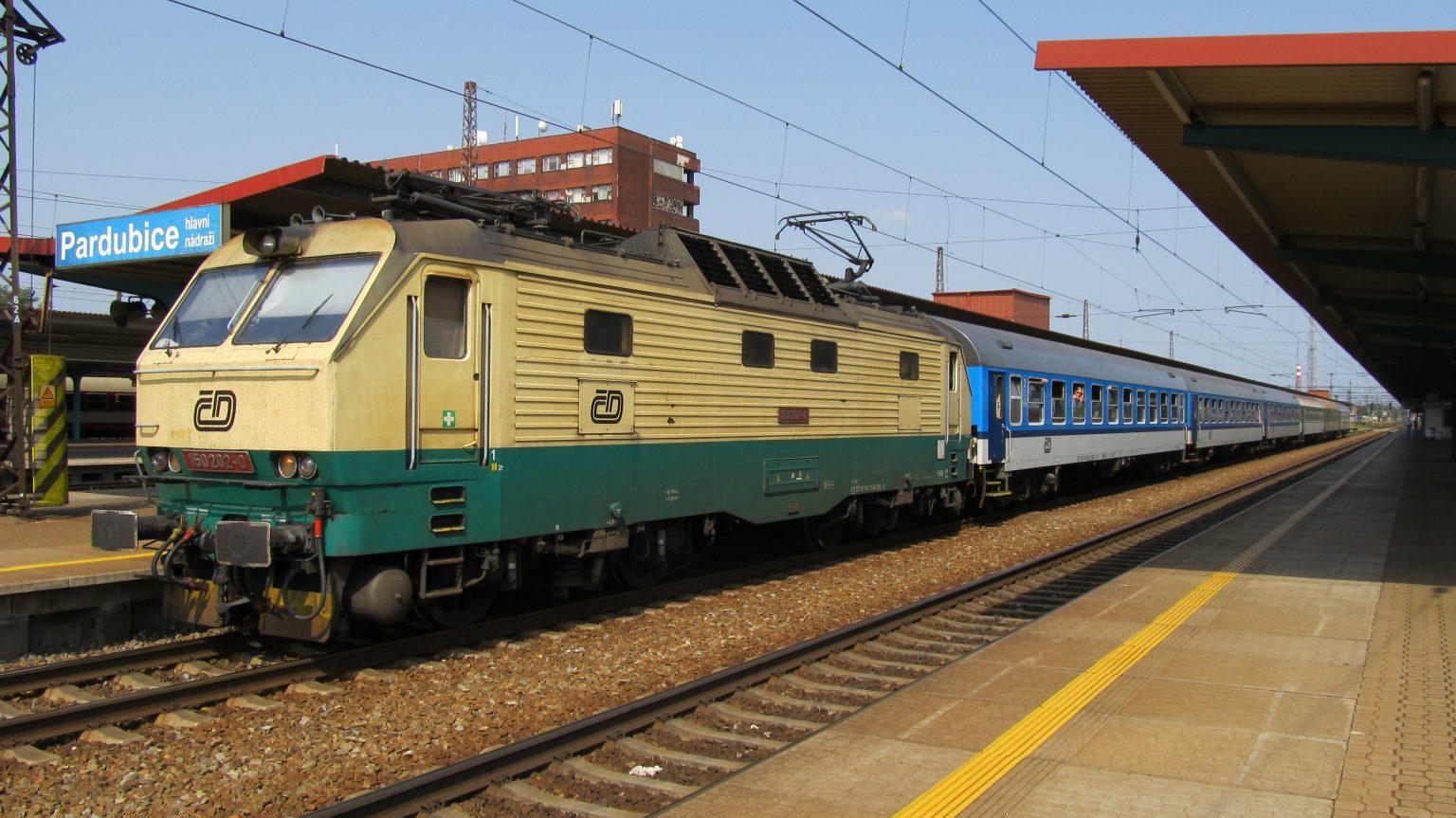 Zavedení elektrických lokomotiv je inovace. Jejich provoz, na rozdíl od parních, neznečišťuje centra měst. Foto: Miroslav Tomeš, CC BY 3.0.