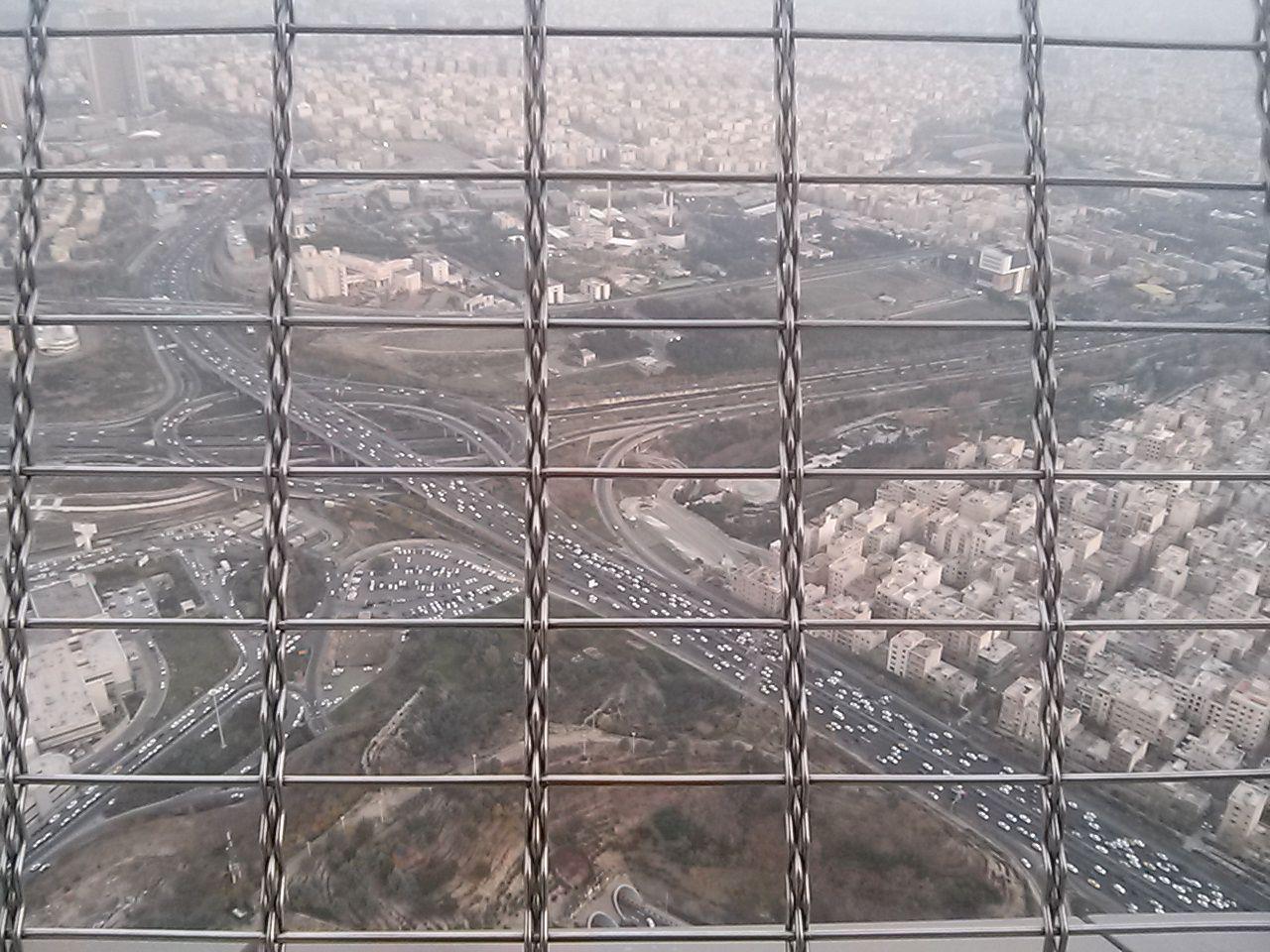 Pohled z ochozu televizní věže na Teherán. Foto: Marie Dufková