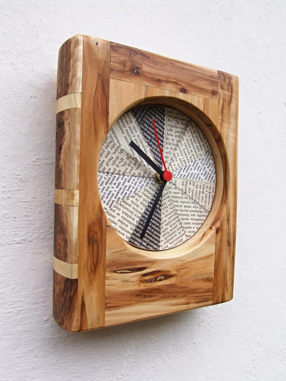 Kniha o čase (z cyklu Dřevěné knihy). Práce i foto autor.