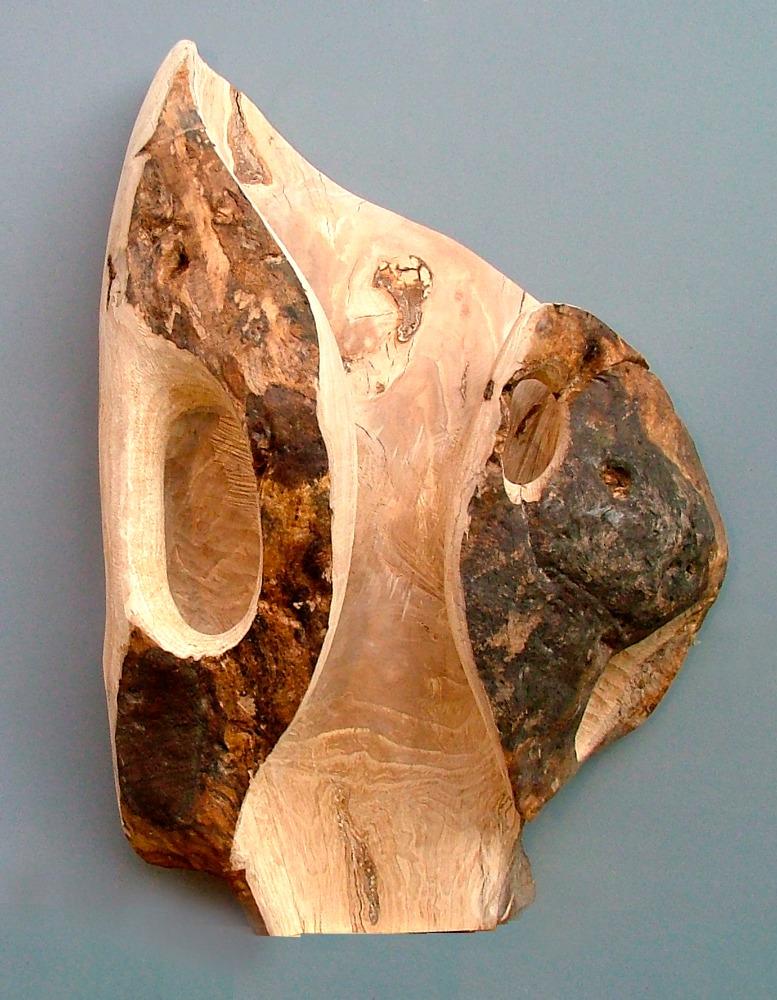 """Reliéf """"Oblek"""", dřevo buku, výška 105 cm, práce a foto M. Patřičný."""