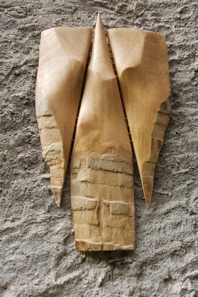 Křídla, reliéf, výška 110 cm, dubové dřevo. Práce a foto M. Patřičný